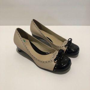 Arturo Chiang Womens Nadia Tan Black Tassel Heels